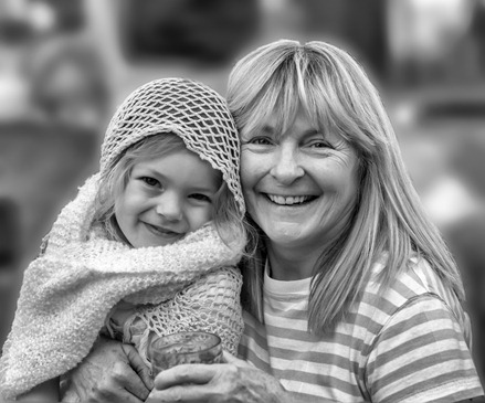 6106_Gammy and Savanna REV2-BW