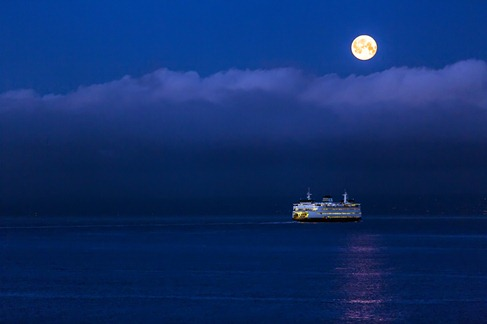 94C0361_Moon Over Elliott Bay