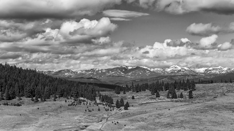 94C6563-2_Mountains And Valley-BW