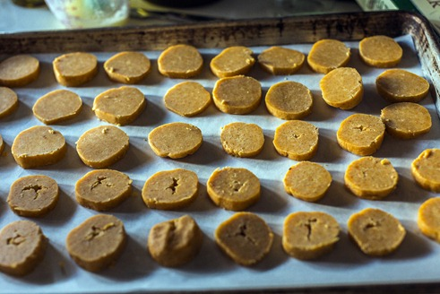 94C7181_Cheese Coins Ready For Baking