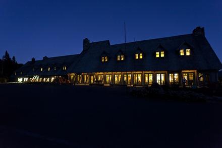 9030-2_Paradise Inn At Night