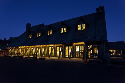 9034-2_Paradise Inn At Night