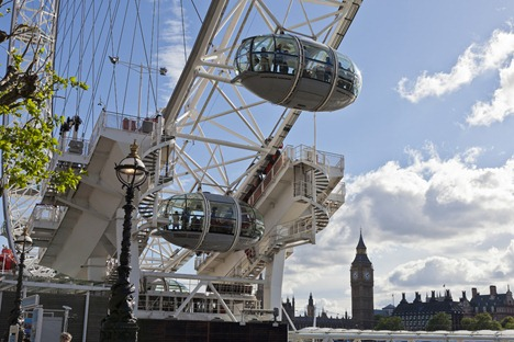 7026_Eye Pods and Big Ben