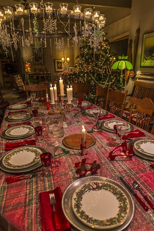 H5T8911_Christmas Dinner Tablesetting